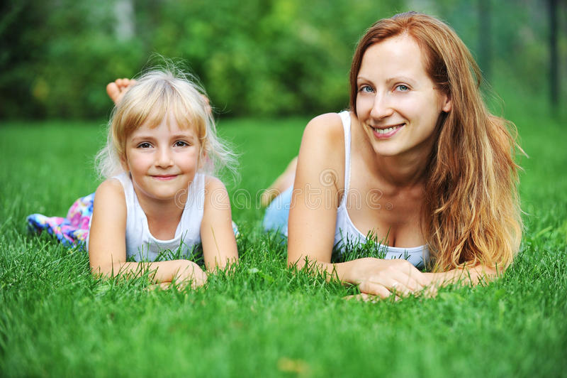 Mère et fille image stock