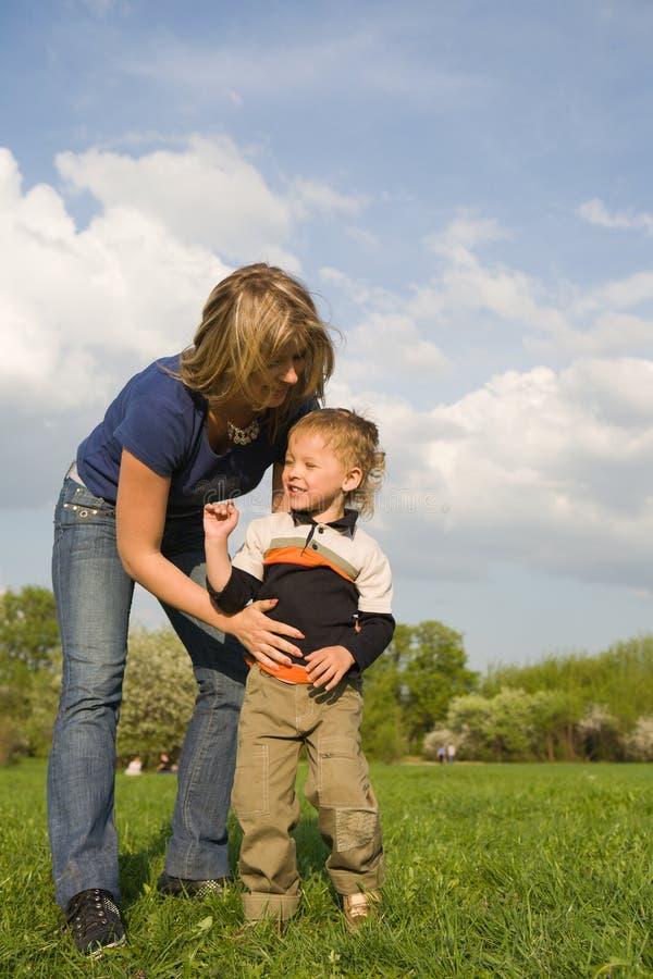 Mère et son fils image libre de droits