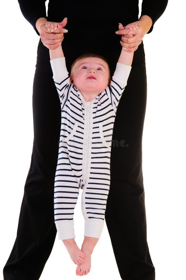 Mère retenant le petit enfant photo libre de droits