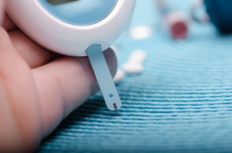 Mètre de glucose sanguin photographie stock libre de droits