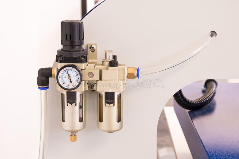Mètre de valve pneumatique ou machine de contrôle de la pression photographie stock libre de droits
