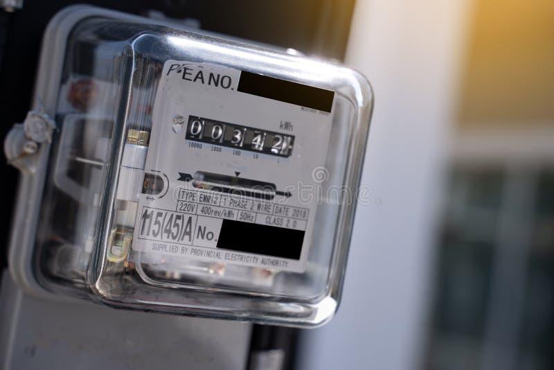 Mètre de watt-heure de l'électricité en électronique domestique pour l'usage dans ho photo libre de droits
