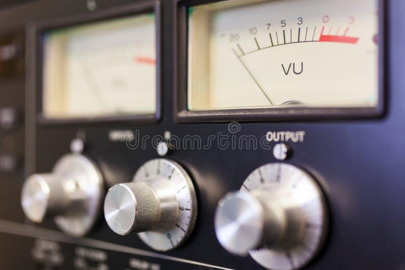 Mètre UV et numéros de contrôle dans un studio d'enregistrement images stock