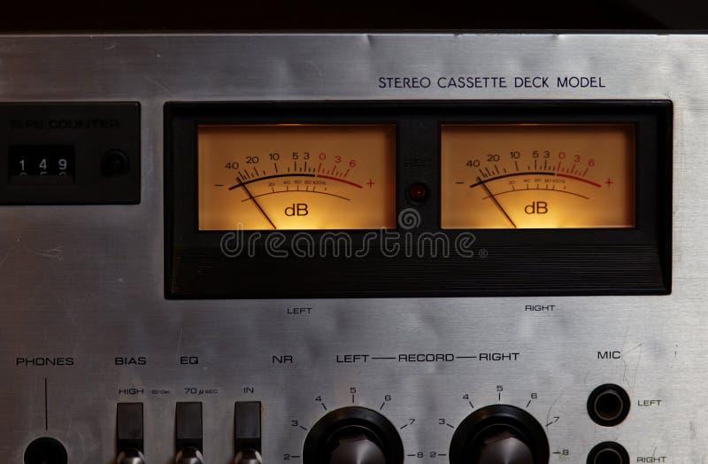 Mètres stéréo de l'enregistreur vu de joueur de plate-forme d'enregistreur à cassettes de vintage images libres de droits