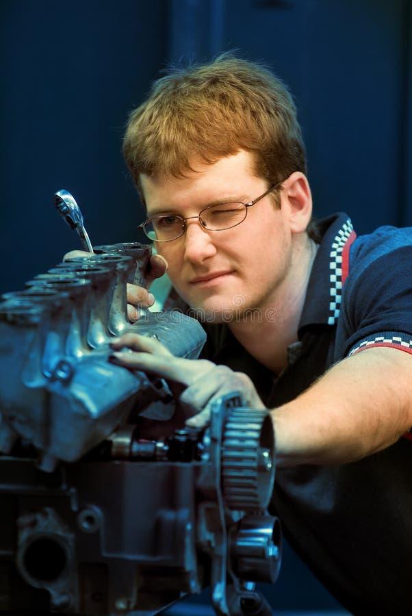 Mécanicien de moteur d'apprenti photo libre de droits