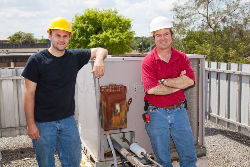 mécaniciens de climatisation image libre de droits