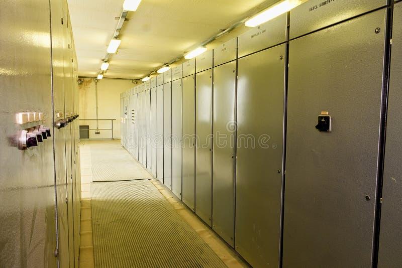 Mécanisme électrique Panneau électrique industriel de commutateur Salle de commande de tension électrique d'une centrale photographie stock libre de droits
