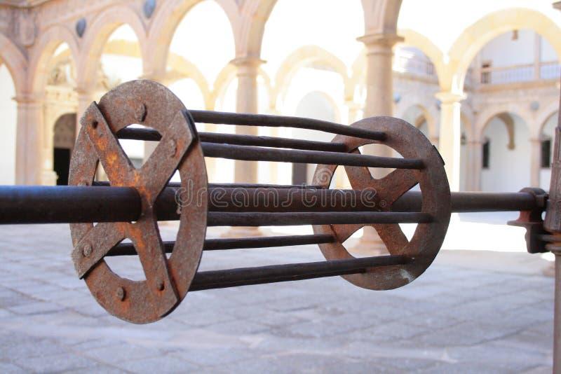 Mécanisme de roue d'eau de puits de l'eau images stock