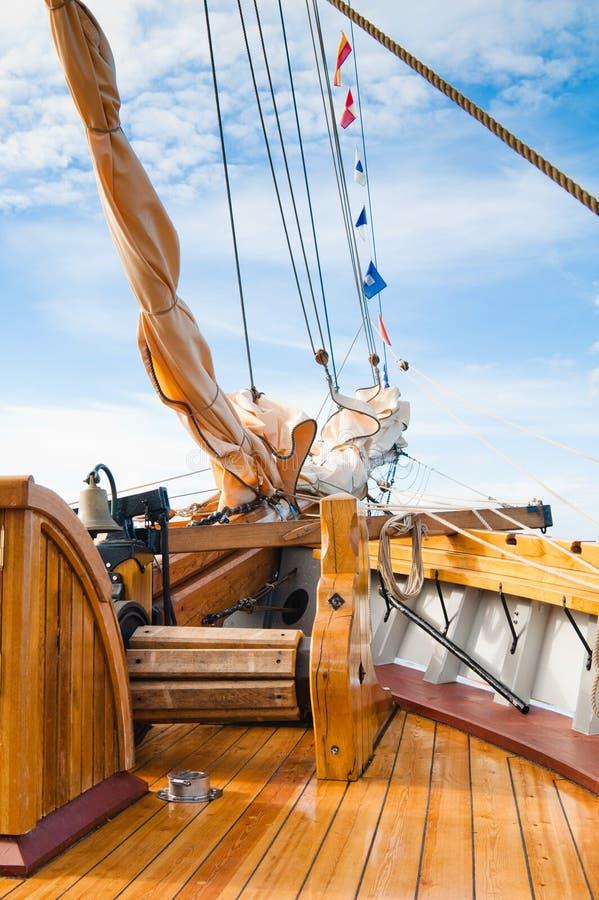 Mécanisme sur un vieux bateau à voiles image libre de droits