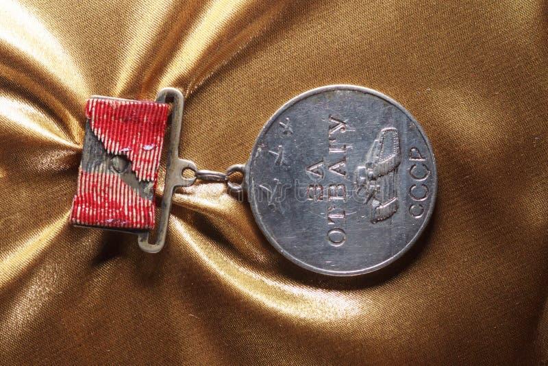 Médaille pour la bravoure et l'honneur d'ordre de la guerre mondiale URSS photographie stock libre de droits