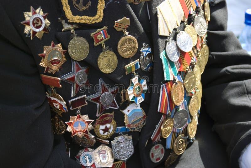 Médailles militaires sur la veste d'un combattant photo stock