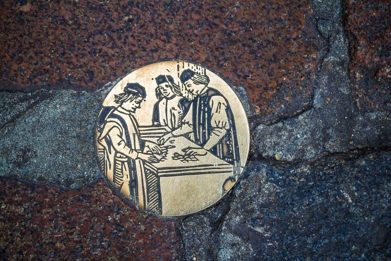 Médaillon en acier rond (rondeau) dans le monsieur, Flandre, Belgique image stock
