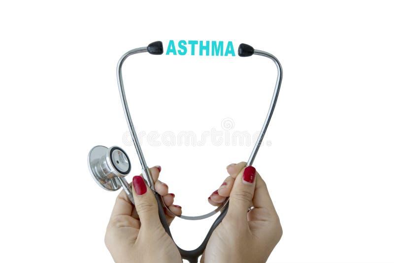 Médecin féminin avec le mot de stéthoscope et d'asthme photo libre de droits