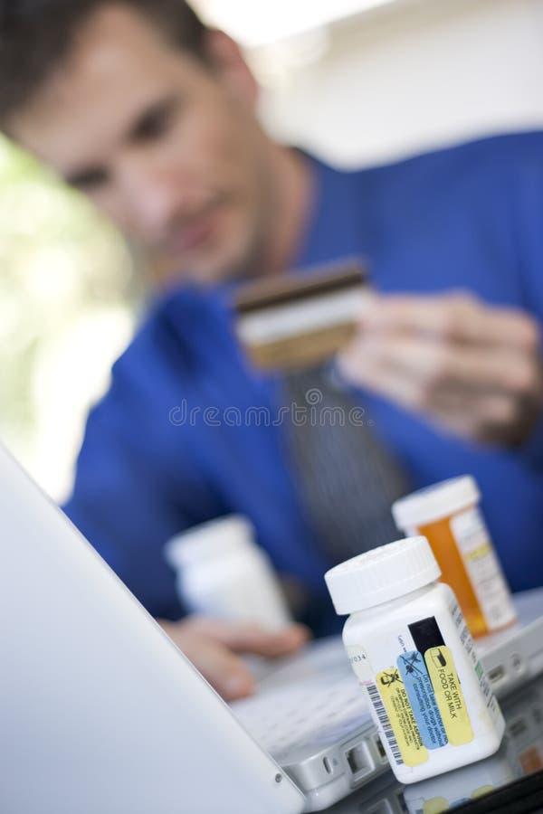 Médecine de commande en ligne images stock