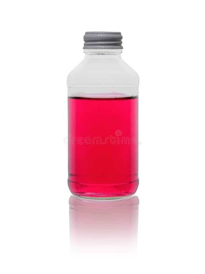 Médecine de couleur lilas dans une petite bouteille en verre sur un fond blanc image stock