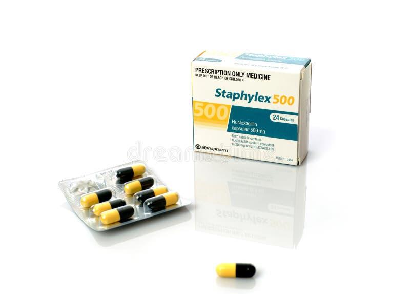 Médecine de prescription - capsules d'antibiotique de Staphylex photographie stock