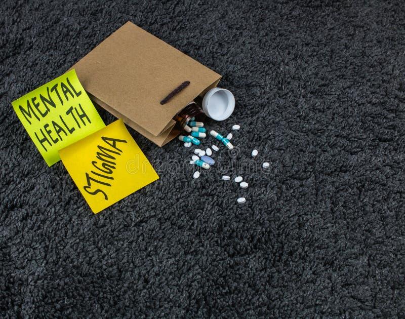 Médecines de sac de papier de post-it de conscience de santé mentale photo libre de droits