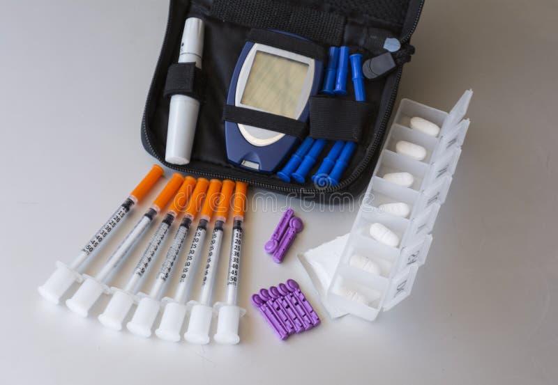 Médecines et accessoires cliniques pour préparer le diabète photos libres de droits