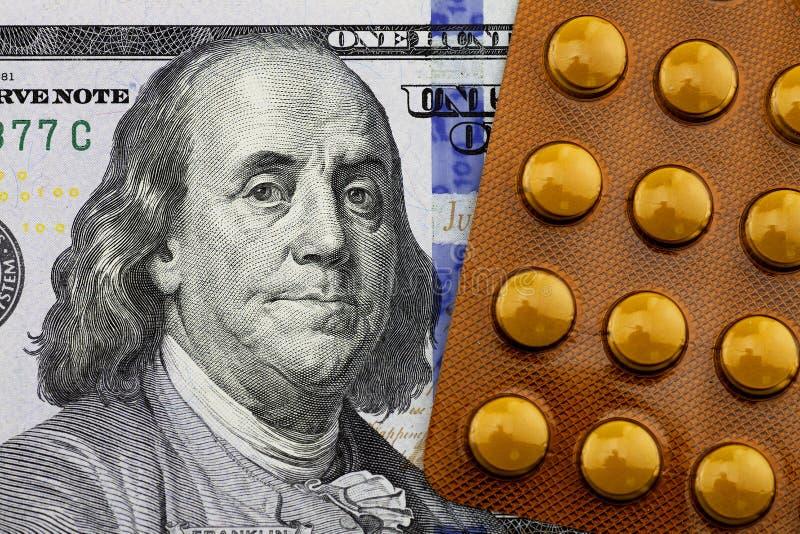 Médecines sur le dollar photographie stock libre de droits