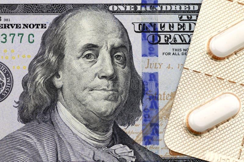 Médecines sur le dollar photographie stock