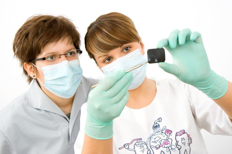 Médecins avec le rayon X images libres de droits