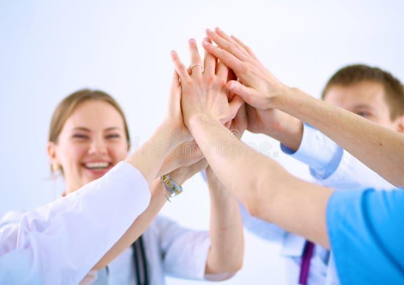 Médecins et infirmières dans un empilement d'équipe médicale photographie stock libre de droits