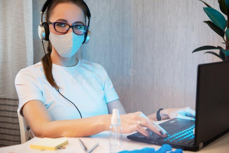 Médica trabalhadora fotografia de stock royalty free