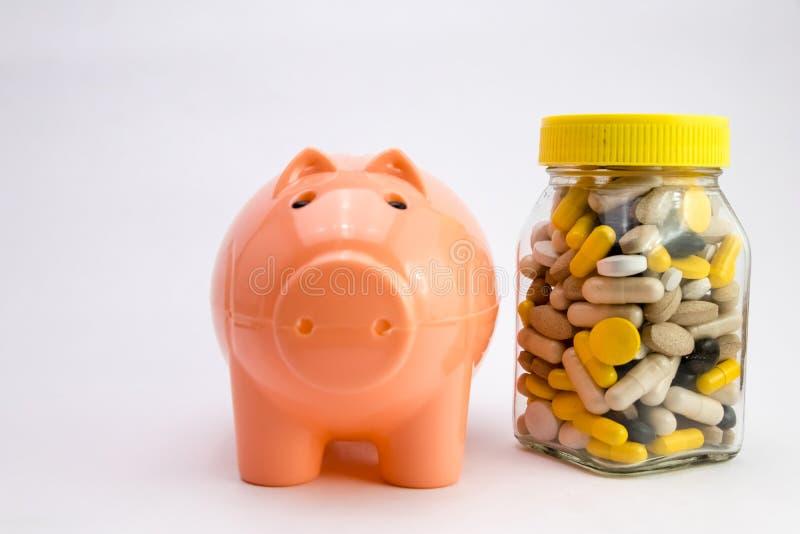Médicaments dans la boîte de conteneur vue de côté de bouteille verte de médecine médecine r Médecines de achat image stock