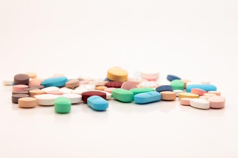 Médicaments sous forme de comprimés image stock