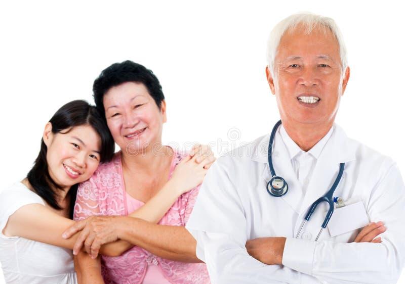 Médico da experiência asiática foto de stock