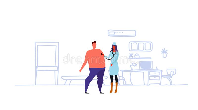 Médico de sexo femenino con el estetoscopio que comprueba a la mujer paciente de la respiración en hombre que escucha uniforme en ilustración del vector