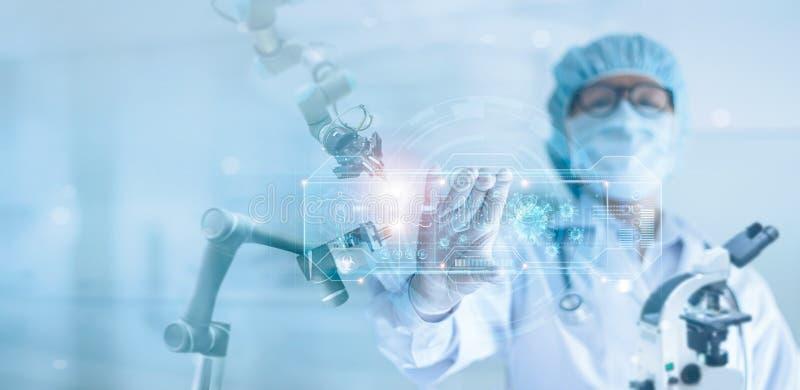 Médico e pesquisa e análise de robótica, Diagnóstico científico que verifica o coronavírus ou o resultado do teste de cóvulo 19 fotografia de stock royalty free
