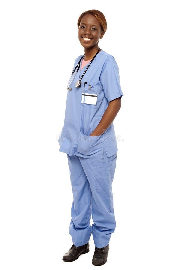Download Médico Especialista Que Levanta Com Mãos Em Seu Uniforme Imagem de Stock - Imagem de pessoa, retrato: 26509927