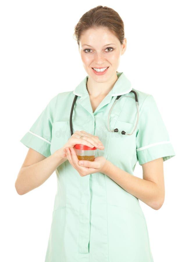 Médico fêmea com urina à análise fotografia de stock
