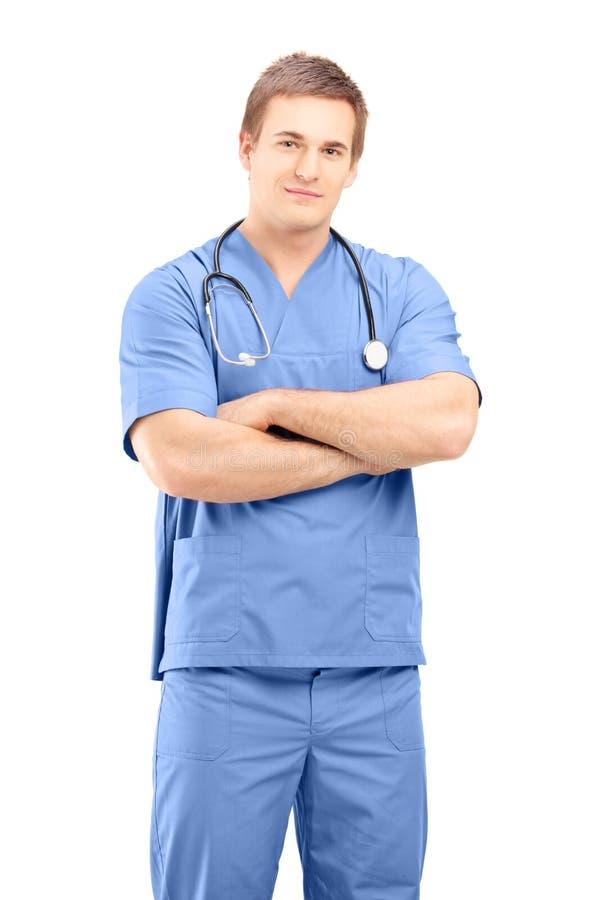 Médico facultativo de sexo masculino en una presentación uniforme fotografía de archivo