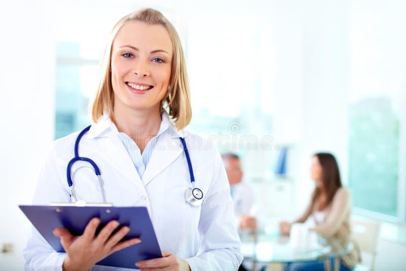 Médico femenino imagenes de archivo