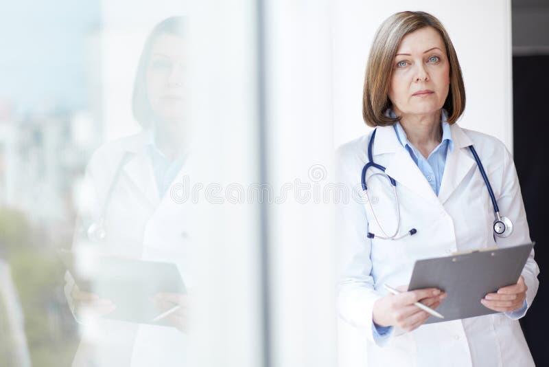 Médico femenino imagen de archivo libre de regalías
