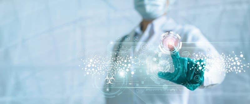 Médico pressiona o botão de paragem surto e pandemia de coronavírus ou do código 19 na interface de ecrã virtual moderna, Médico imagens de stock