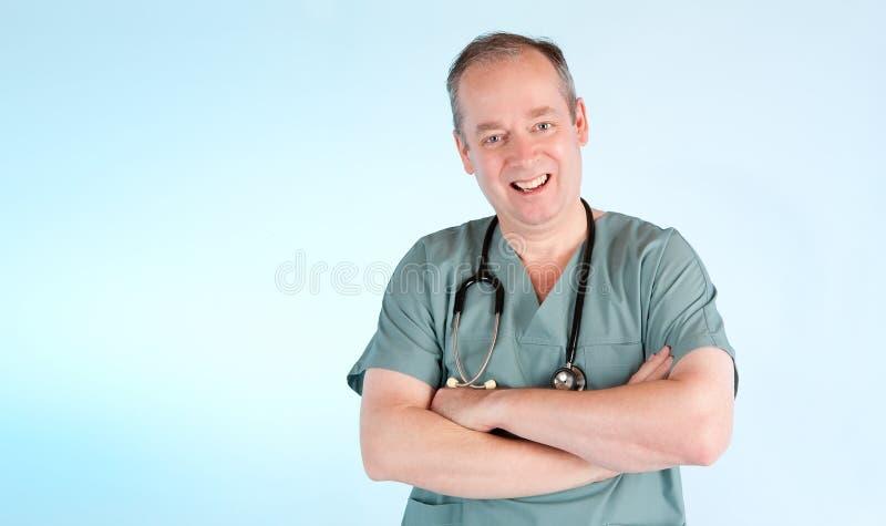 Médico que sonríe en usted fotografía de archivo libre de regalías