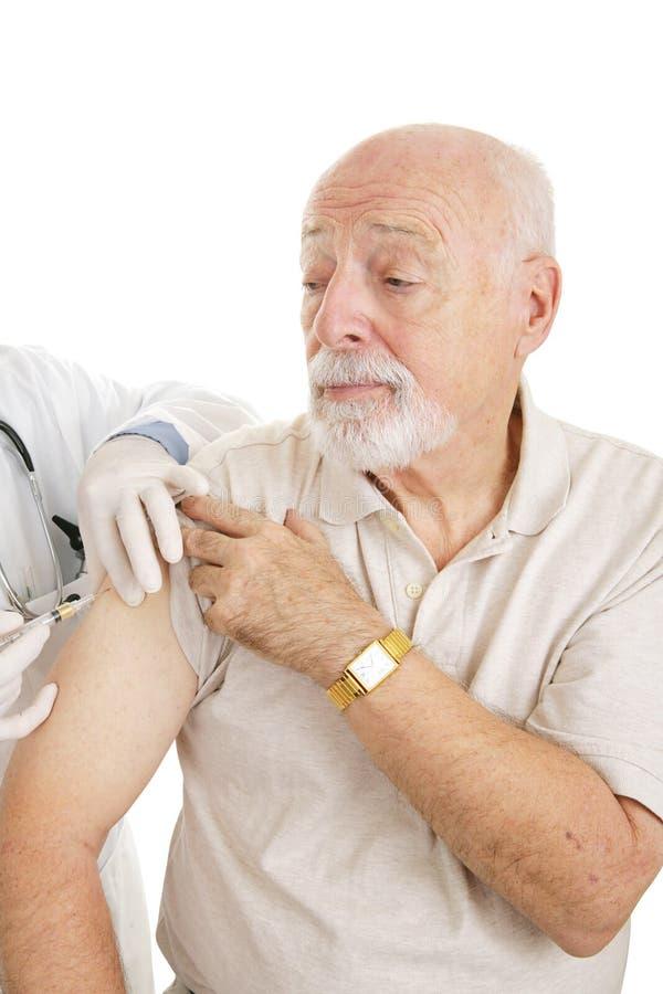 Médico sênior - vacinação imagens de stock
