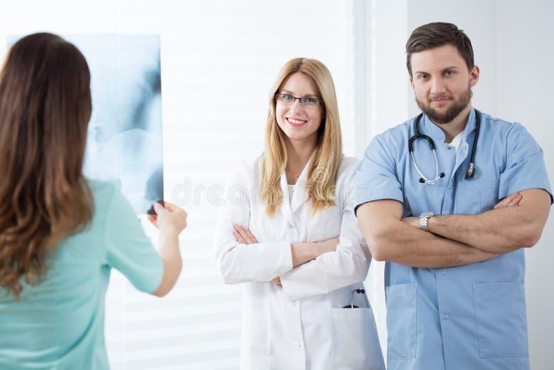 Médicos no trabalho fotos de stock royalty free
