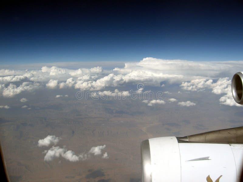 Médio Oriente ou África, voo desencapado pitoresco da cordilheira sobre Irã na maneira à fotografia da paisagem de Omã imagem de stock royalty free