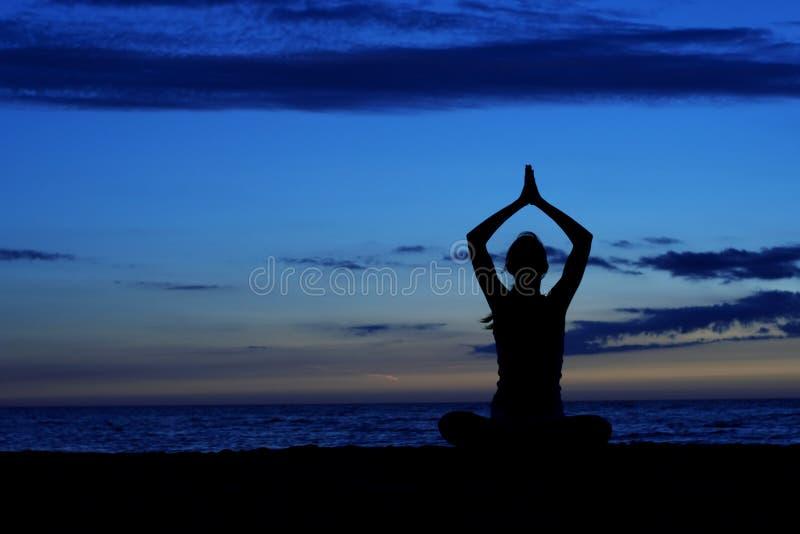 Download Méditation. image stock. Image du personne, exercer, femmes - 5936459