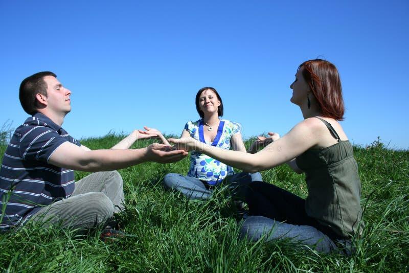 Méditation de Friengs photos stock