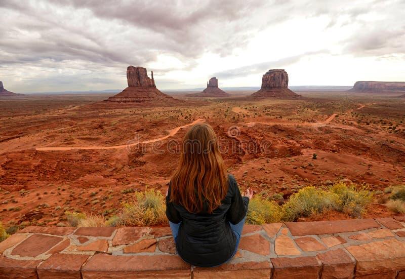 Méditation de vallée et de désert de monument photo stock