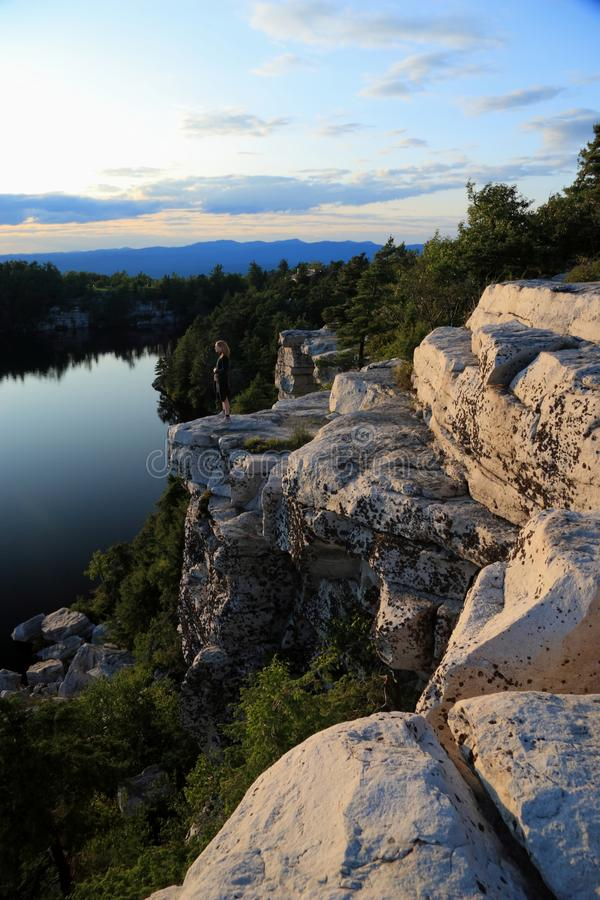 Méditer sur le lac Minnewaska photo libre de droits