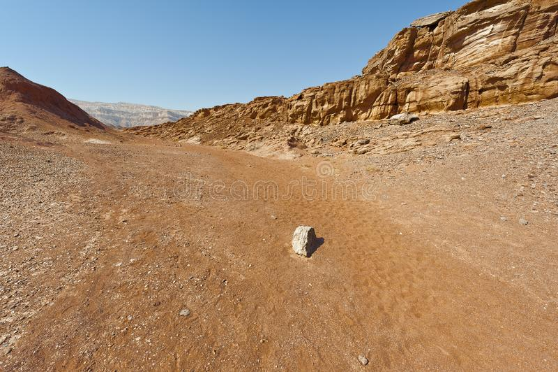 Mélancolie et vide du désert en Israël images libres de droits