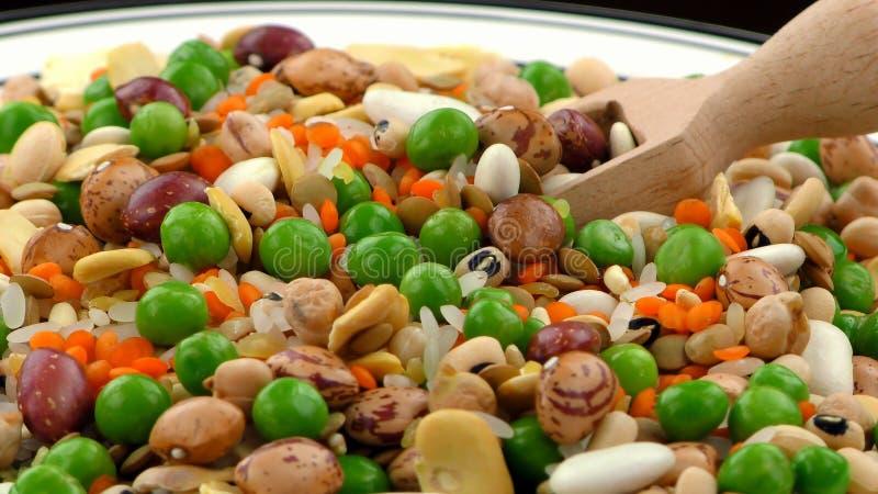 Mélangé délicieux de la nourriture de légumineuses image libre de droits