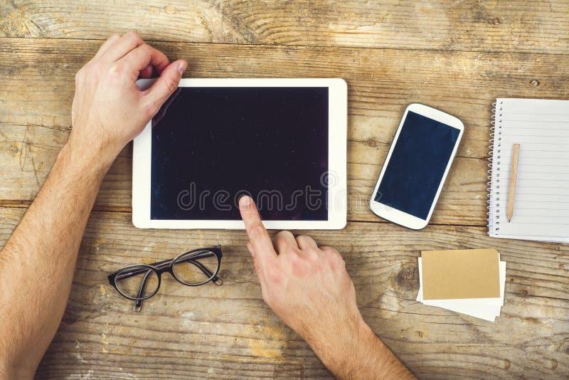 Mélange de bureau sur une table en bois de bureau photo libre de droits
