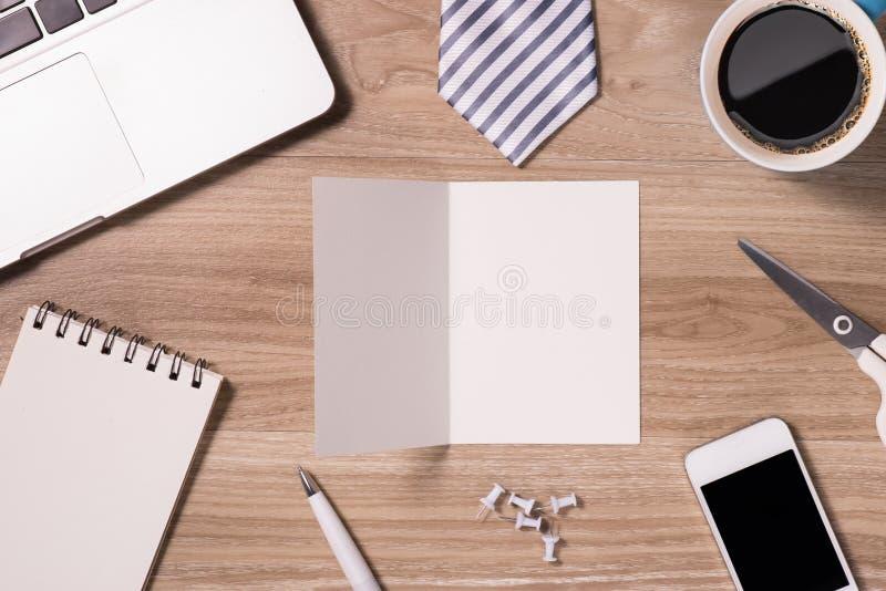 Mélange de bureau sur une table en bois de bureau photos libres de droits